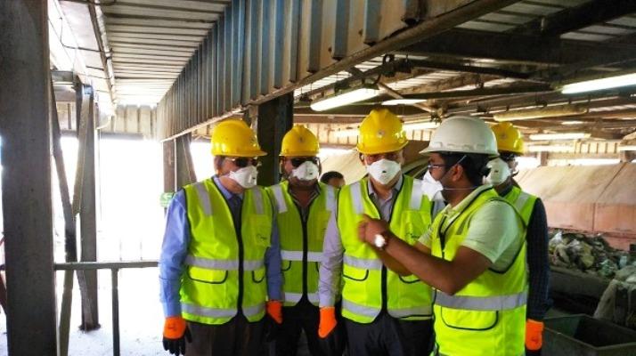محافظ الشرقيبة يتفقد مصنع تدوير القمامة بقرية الغار بمركز الزقازيق