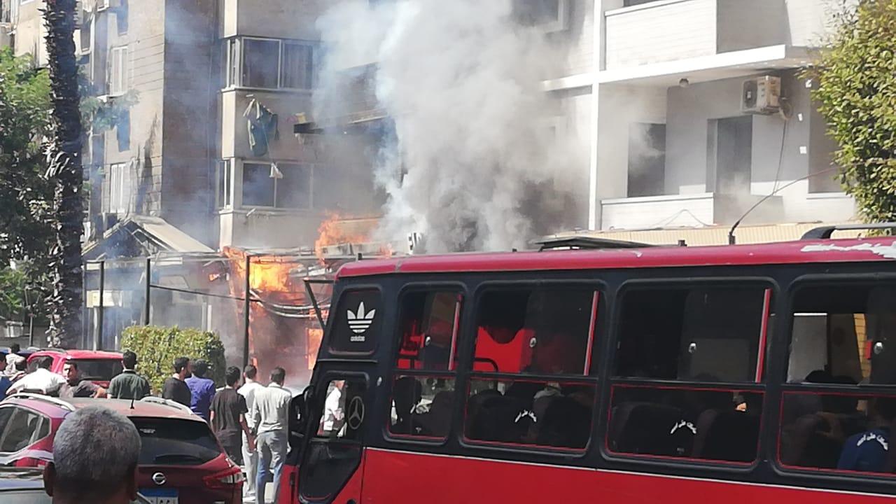 بالصور ..الحماية المدنية تحاول السيطرة علي حريق هائل في فندق بالدقي