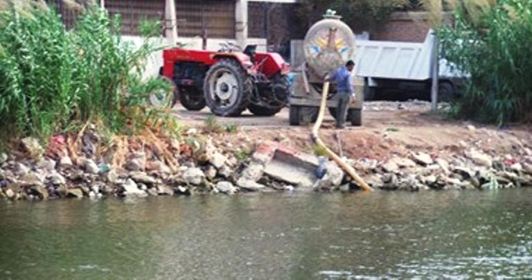 الأزهر : حرام شرعاً إلقاء مياة الصرف في النيل أو الطريق