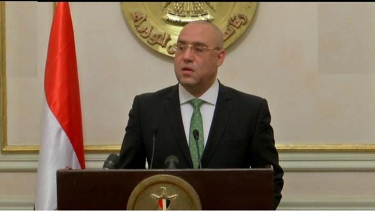 وزير الإسكان يتفقد محاور الطرق الرئيسية والكبارى بمدينة ٦ أكتوبر