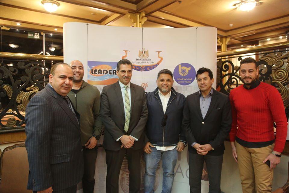 وزير الرياضة يلتقى بشباب الفوج الخامس من رحلات نايل كروز
