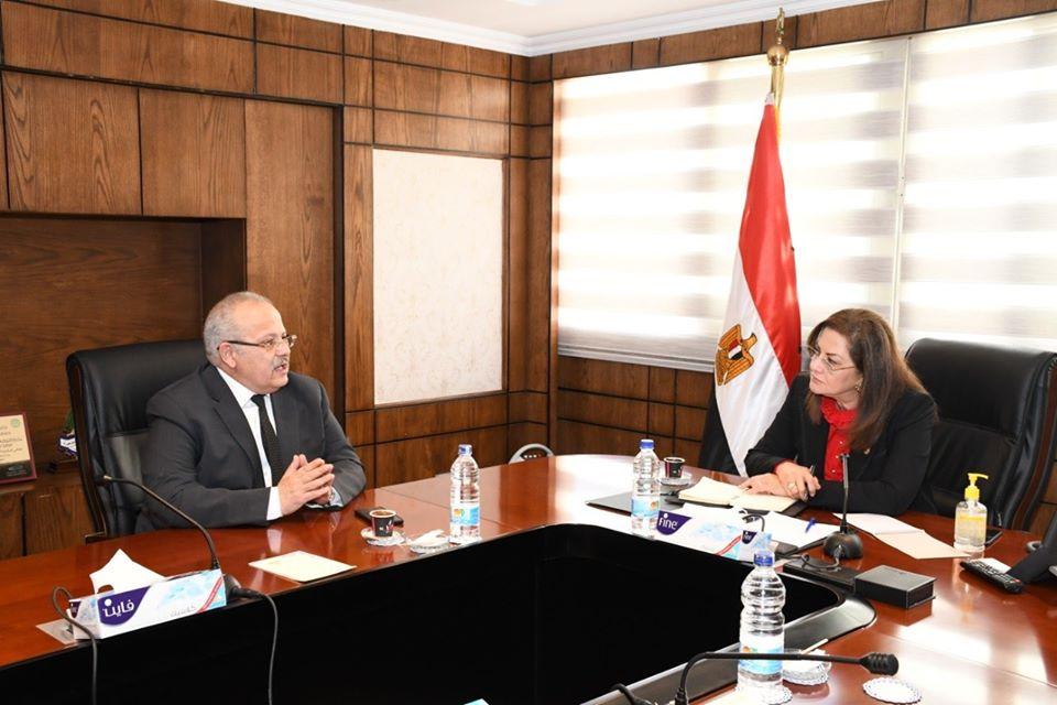 وزيرة التخطيط تلتقي برئيس جامعة القاهرة لمناقشة التصور الخاص بتمويل واستكمال مشروع الفرع الدولي لجامعة القاهرة