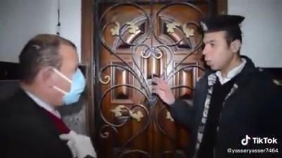 شاهد : الشرطة تقتحم شقة بها مدخل سري وتعثر على مفاجأة أثناء حظر التجوال