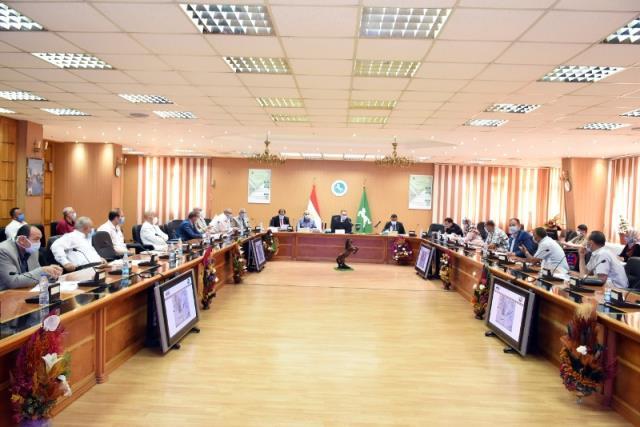 محافظ الشرقية يترأس إجتماع مجلس إدارة المناطق الصناعية