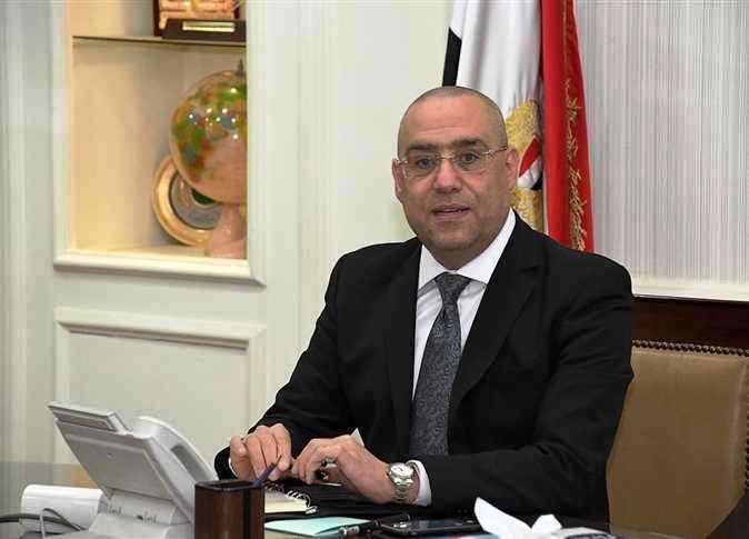 وزير الإسكان يستعرض موقف خدمات مياه الشرب والصرف الصحى بمحافظة مطروح