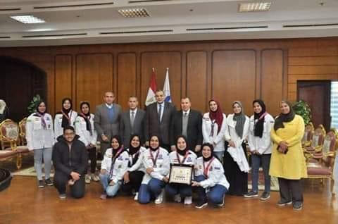 رئيس جامعة كفرالشيخ يكرم المشاركات في أسبوع الفتيات بالفيوم