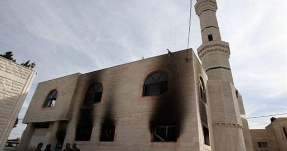 حرق مسجد فى مدينة البيرة بالضفة الغربية علي يد مستوطون